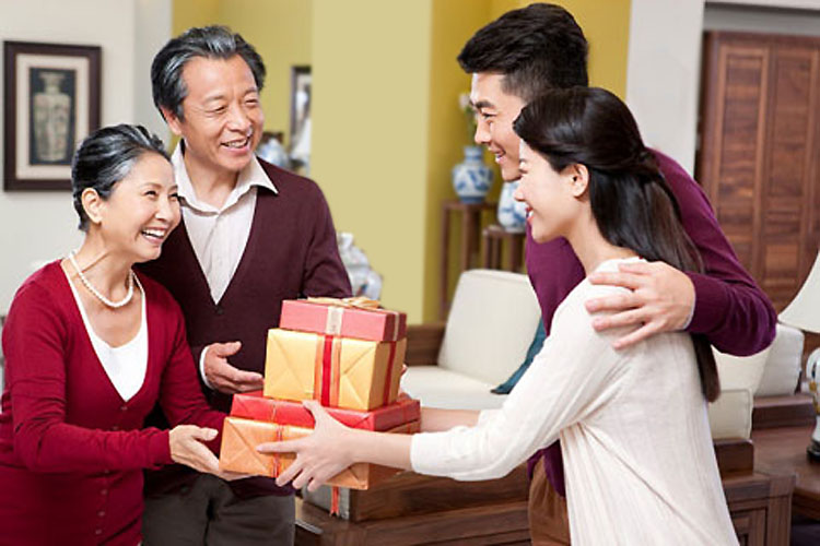Bộ bát đĩa Bát Tràng món quà ý nghĩa dành cho người thân bạn bè