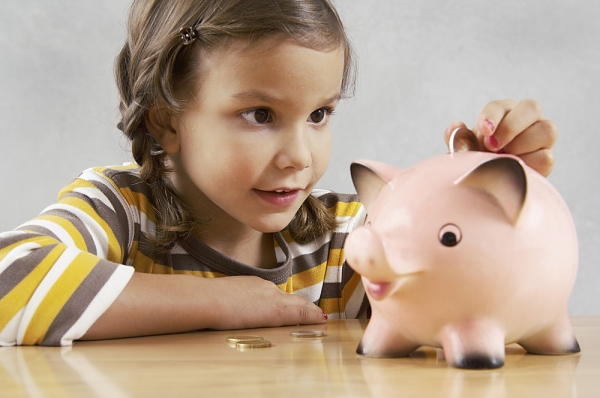 Cảm giác nhét từng đồng tiền lẻ vào bụng heo rất vui và hạnh phúc của một đứa trẻ hồi đó