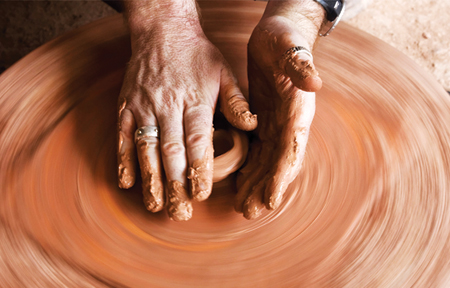 Tạo hình là khâu cực kỳ quan trọng trong công đoạn tạo ra những sản phẩm bát đĩa cao cấp Bát Tràng