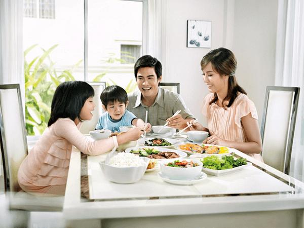 Bát đĩa Bát Tràng mang lại bữa ăn gia đình thêm trọn vẹn