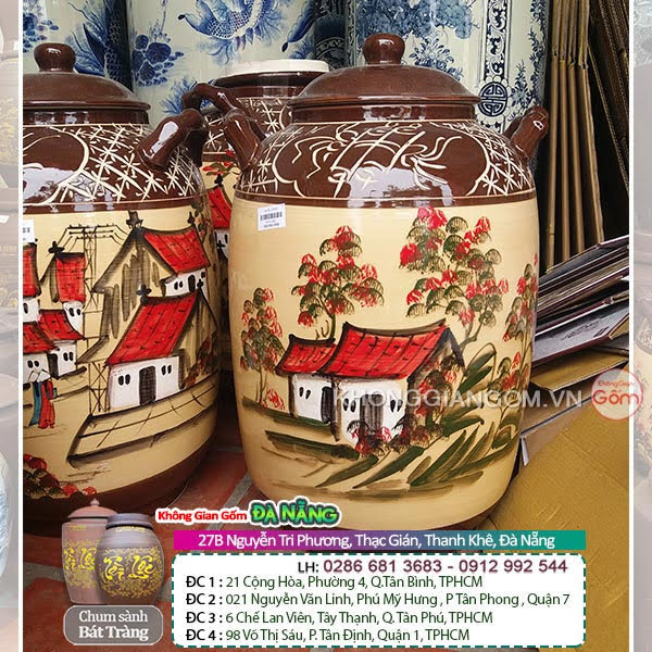 Bình ngâm rượu tráng men nâu,đẹp mắt với những họa tiết được bày trí bên ngoài.