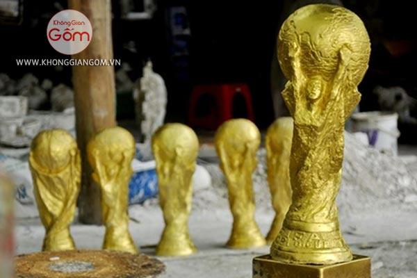 Quy trình sản xuất cup vàng thạch cao cầu kỳ và vô cùng tỉ mỷ